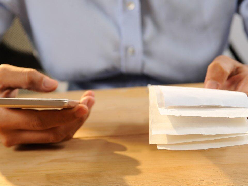 آیا فاکتورها قراردادهای قانونی هستند؟